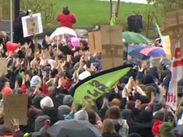 Хиляди ученици от цял свят на протест срещу климатичните промени