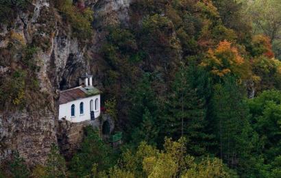 манастир природа