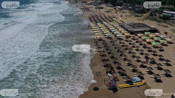 (ВИДЕО+СНИМКИ) Мини цунами заля плажовете край Созопол, туристи снимат вълните с дрон