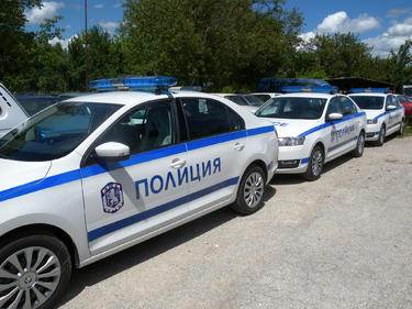 Баба от Разградско намери амфетамин в якето на внука си, издаде го в полицията