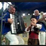 Когато малкия юнак Даниел грабна микрофона и запя народни песни, всички останаха без думи (ВИДЕО)