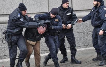 Полицаи арест белезници