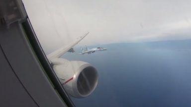 Руски Су-35 прихванаха американски разузнавателен самолет над Средиземно море (видео)