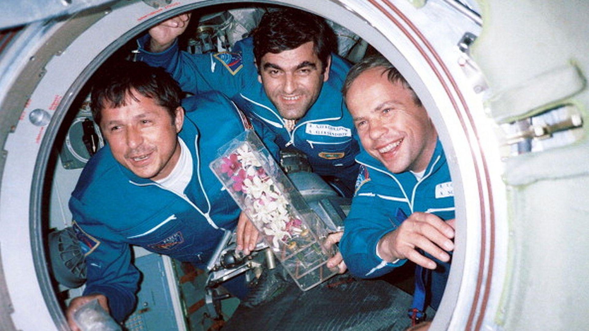 Вторият български космонавт Александър Александров на борда на