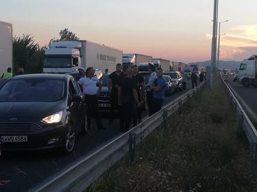 "Изненадваща блокада на протестиращите на магистрала ""Марица"" (ВИДЕО)"