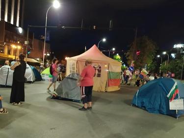 И варненци разпънаха протестен палатков лагер