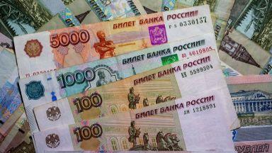 Рублата поевтинява заради кризите с Навални и с Беларус