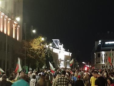 Втора поредна вечер протестиращите искат оставката и на Караянчева