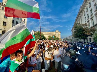 Спокойно премина 62-рата вечер на антиправителствени протести