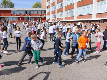 100 ученици и 99 учители с коронавирус от началото на учебната година