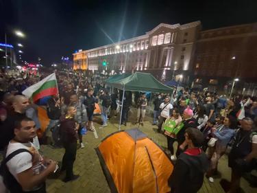 """Антиправителственият протест блокира """"Дондуков"""""""