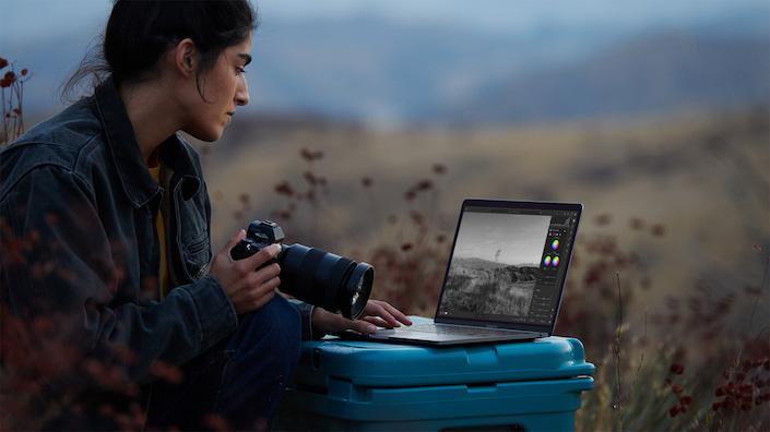 Apple new-macbookpro-photographer-photo 11102020 big.jpg.large 2x