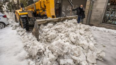 След снежния апокалипсис: Мадрид в надпревара с времето преди безпрецедентия студ (снимки)