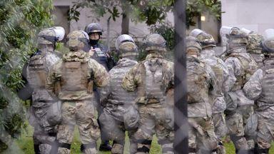 ФБР предупреди за задаващи се национални военизирани маршове