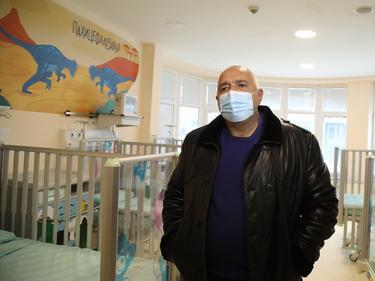 Бойко Борисов разгледа обновената педиатрия в Пирогов и заръча