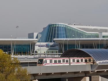 Десетки пътници за Швейцария блокирани на летище София