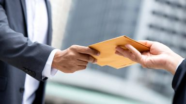 КНСБ настоя за около 2500 лева средна заплата след 4 години