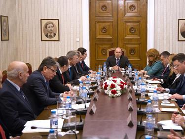 Радев със заявка за втори мандат: Ето кои политически фигури го подкрепиха