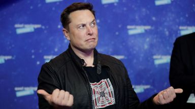 Илън Мъск коментира невъзможността на Безос да достигна орбита
