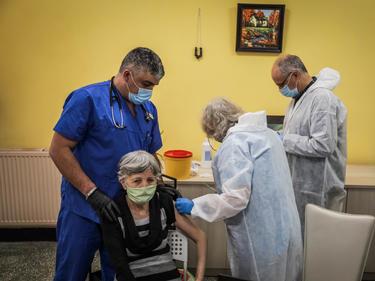 Шефът на Агенцията по лекарствата: През март може да ускорим ваксинацията