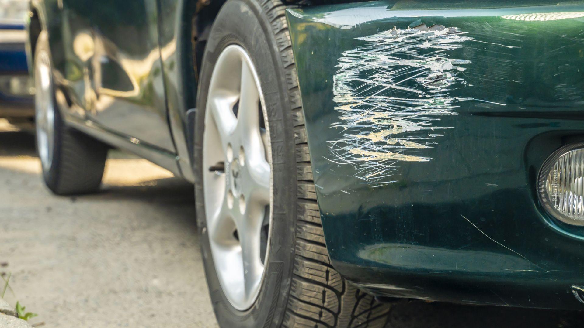 Ако откриете колата си одрана пред блока, то Автокаското покрива щетите