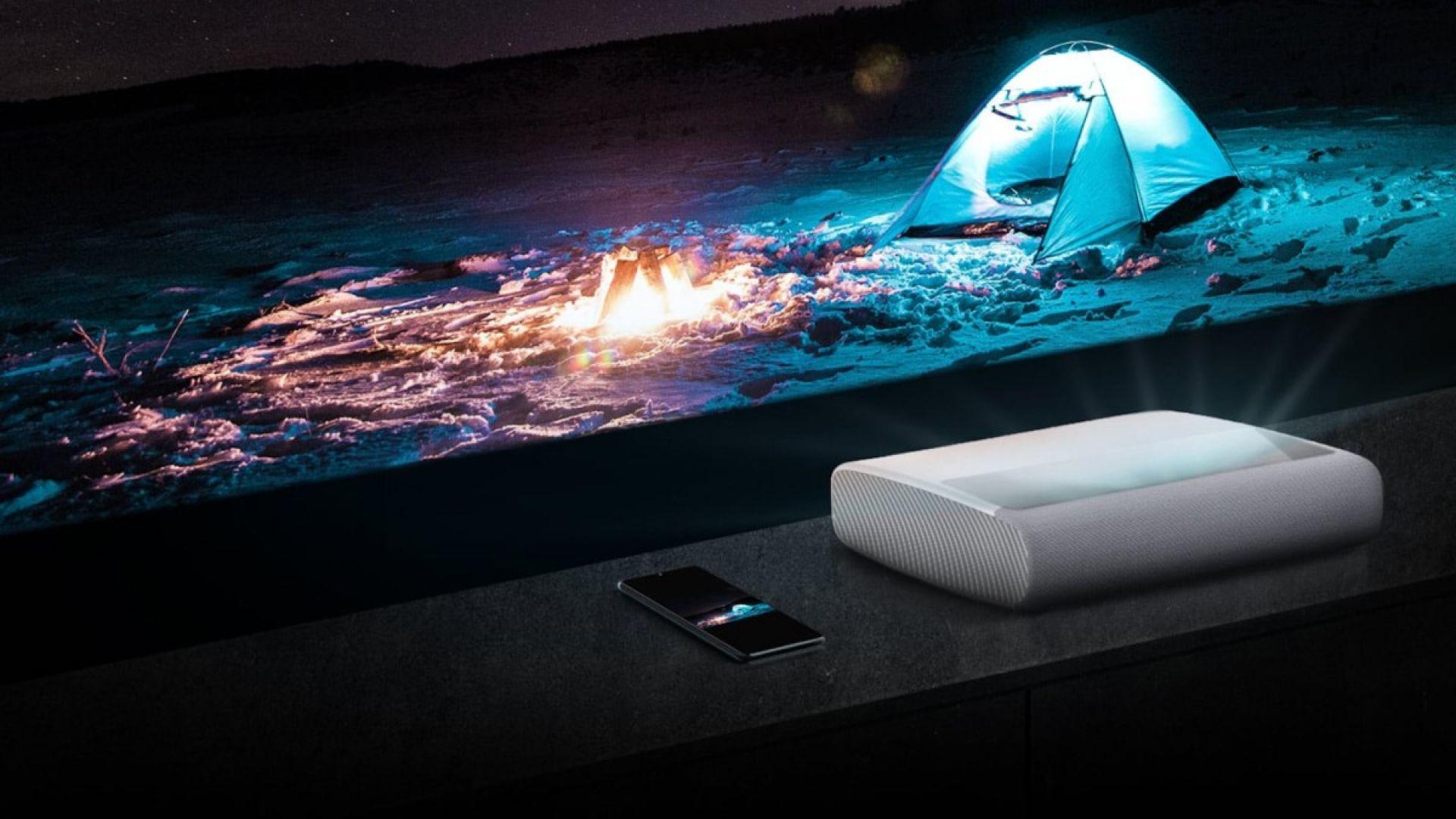 Може да разположите проектора буквално до стената