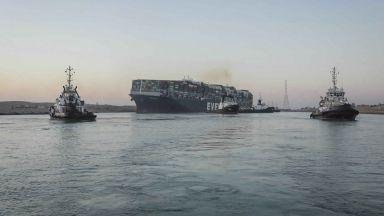 След договорени компенсации: Освобождават кораба, блокирал Суецкия канал през март