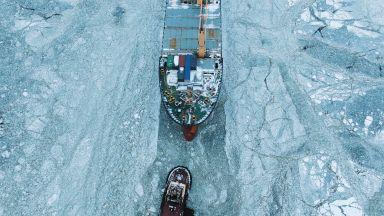 На север през ледовете или на юг през Суецкия канал: Кой морски път е по-сигурен