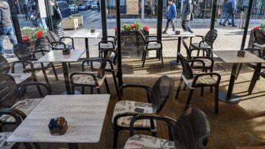 Ресторантьорите: Да въведат строга двуседмична карантина или излизаме на масов протест