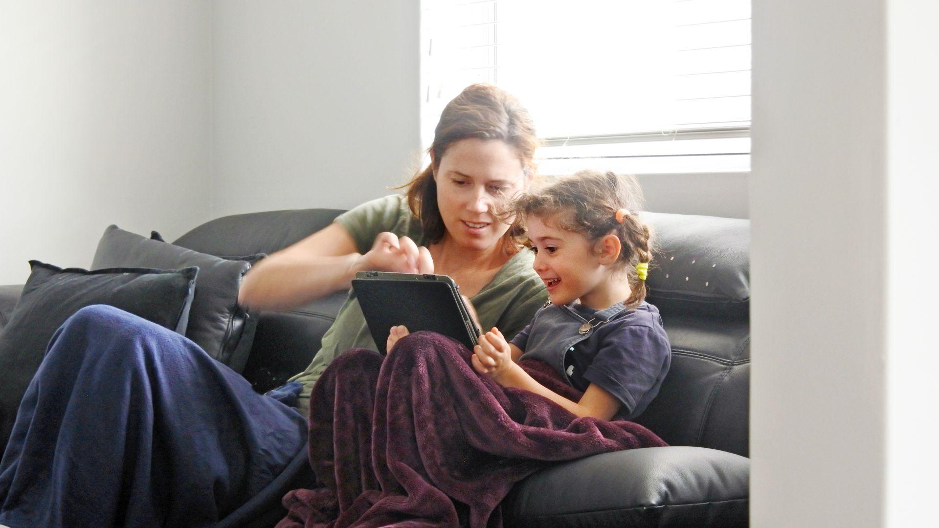 Малките деца понякога имат нужда от помощ, а за по-големите е добре да не остават сами, за да не