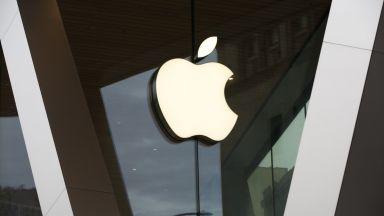 Манията по iPhone вдигна двойно печалбата на Apple