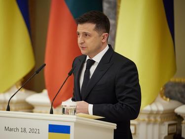 Зеленски: Само НАТО може да спре войната в Донбас
