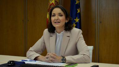 Испанска министърка получи по пощата оцапан в червено нож