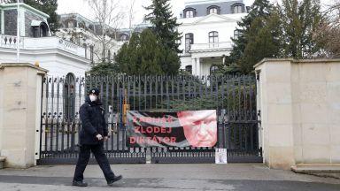 Чехия гони 18 руски шпиони от посолството в Прага