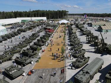 Руските войски се изтеглят от границата с Украйна
