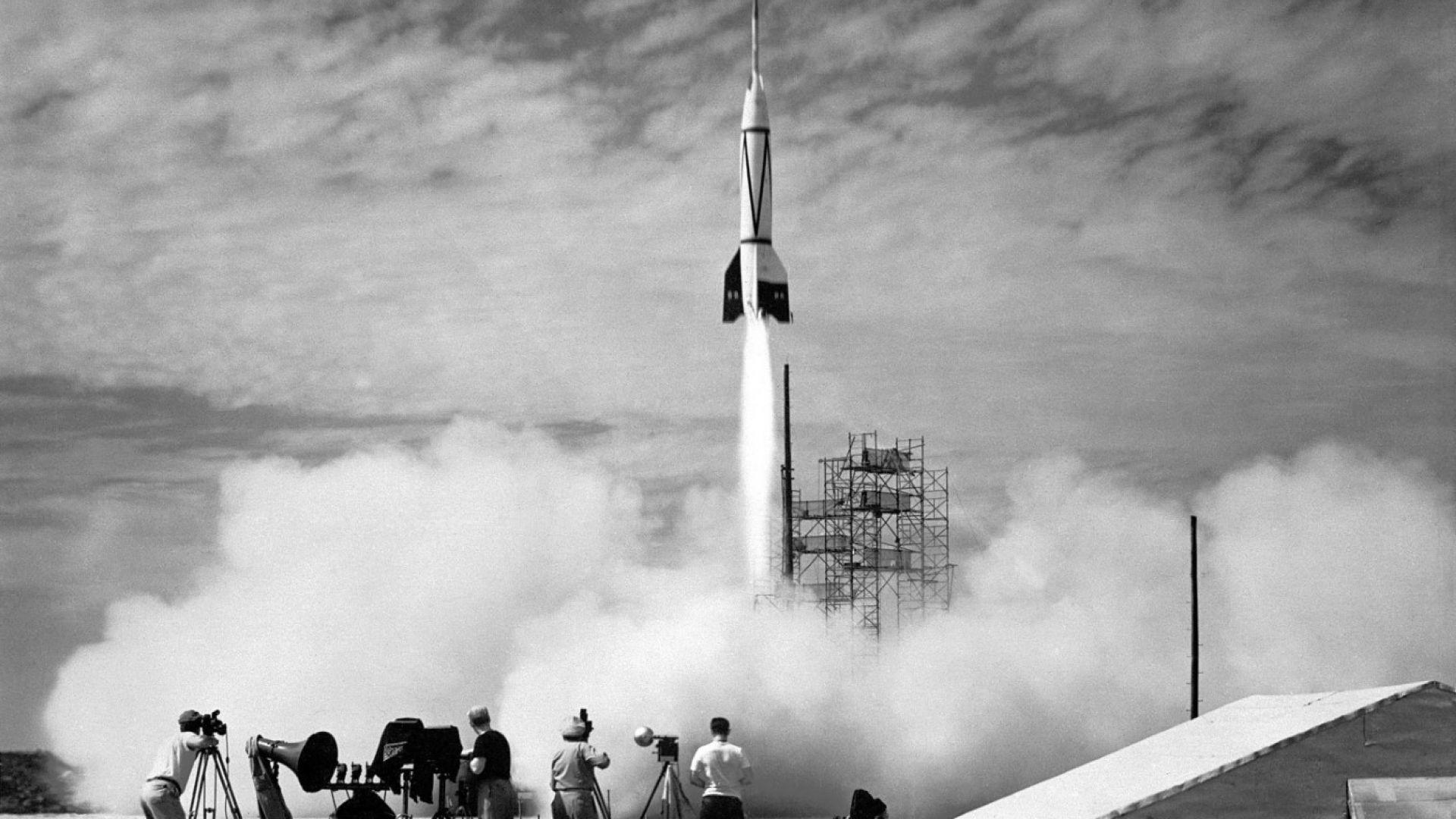 V-2 e първата ракета, успяла да прекоси границата между атмосферата и Космоса