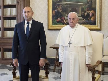 Папа Франциск към Радев: Дяволът влиза в човек през джоба