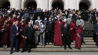 Магистрати протестираха заедно с Иван Гешев срещу решението за закриване на спецзвената (снимки)