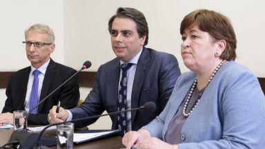 Служебният кабинет ще плати на бизнеса с почивки на 30 000 ученици и учители