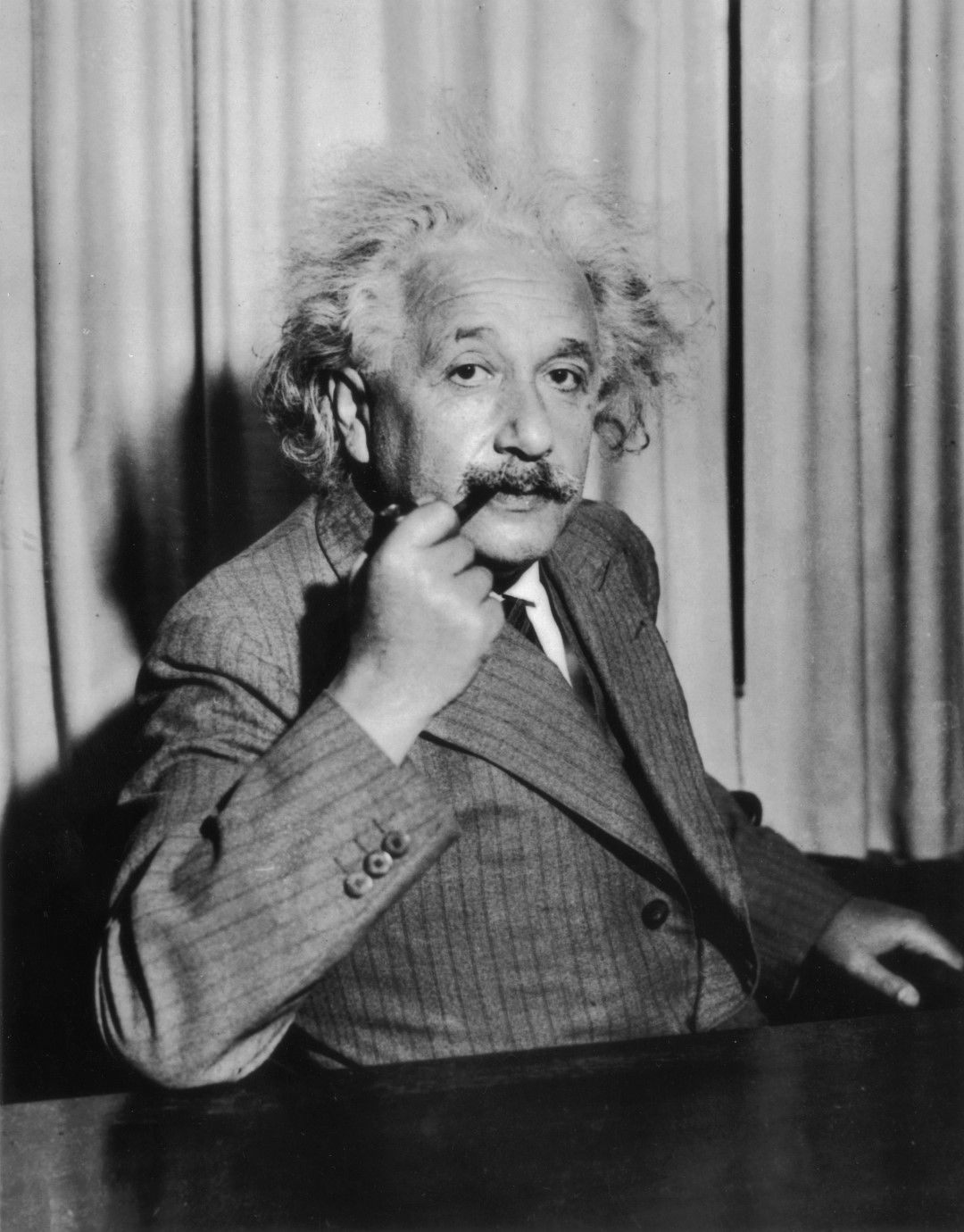 Алберт Айнщайн през 1933 г.