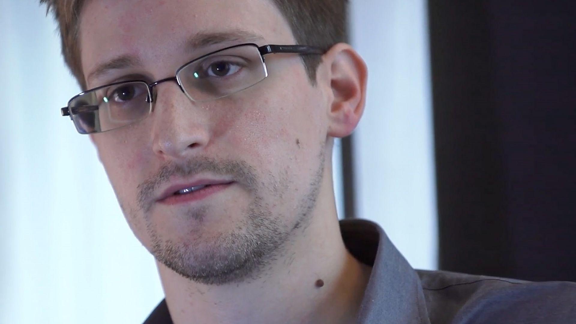 Едуард Сноудън разкрива смята Google за неофициално продължение на разузнавателните агенции на САЩ