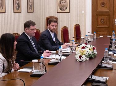 Радев обсъди корупцията у нас с Херо Мустафа и зам.-секретаря във Финансовото министерство на САЩ