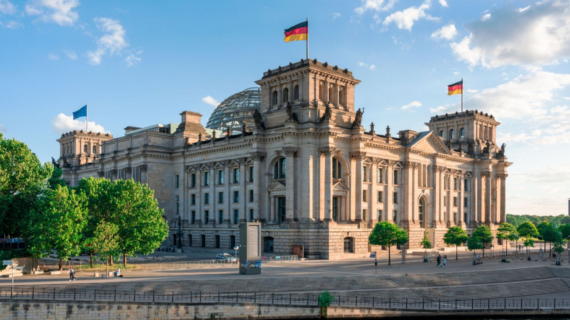 Сноудът разкри как САЩ са подслушвали и оправляващите и опозицията в немския парламент