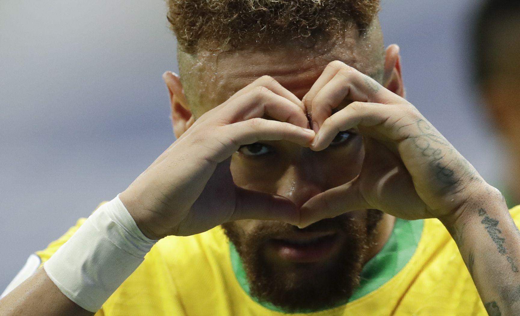 13 юни 2021 г. - Неймар празнува втория гол за Бразилия срещу Венецуела след изпълнение на дузпа по време на футболния мач от Копа Америка на Националния стадион в столицата Бразилия.