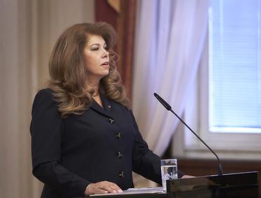 Илияна Йотова: Имаме нужда от редовно правителство