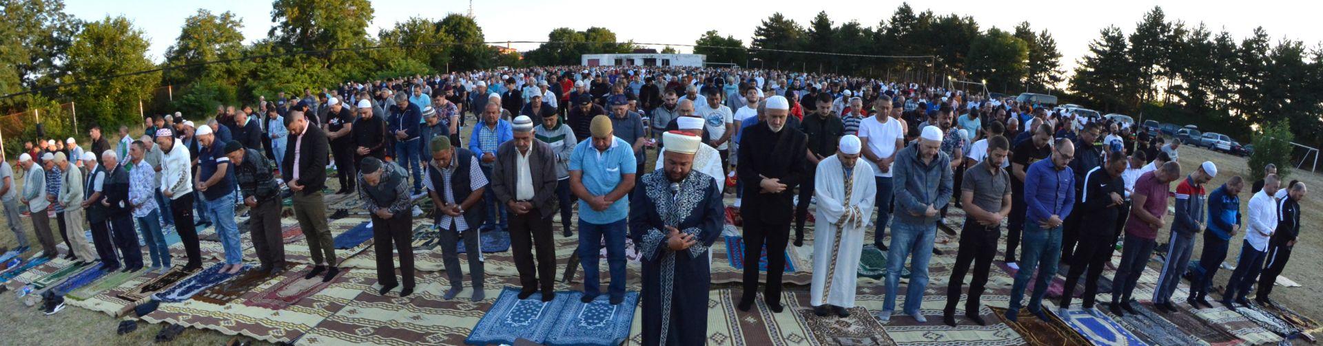 Сутрешната молитва за Курбан Байрам в Хасково