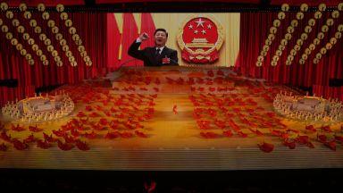 Китайските комунисти с грандиозен спектакъл в