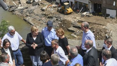 Меркел: Ситуацията в регионите, засегнати от наводненията, е ужасяваща