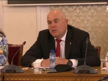 Гешев внесе в парламента доклад за полицейското насилие над протестиращи