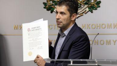 Атакували Кирил Петков заради спрени 850 заема от ББР, средно за по 50 млн. лева